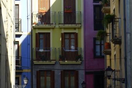 Veelkleurige gevel in het Baskische stadje Tolosa. We bezochten in deze kleine stad een kunstroute. Fraai, folkloristisch, culinair en kunstzinnig. Beelden van o.a. Chillida. Oteiza, Anda, Koldobika, Olazabal. Zeer de moeite waard.