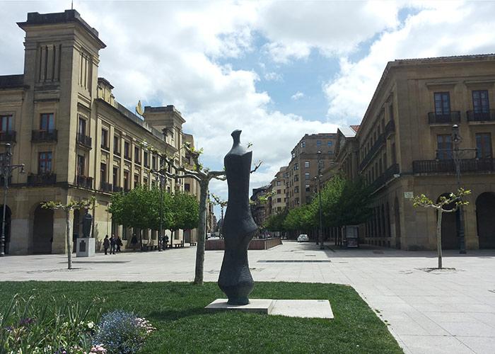Een van 8 openbare beelden van Oteiza in Pamplona.