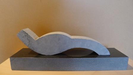 Vrijheid Belgisch hardsteen 49 X 16 X 11,5 cm. Gemaakt in het kader van de Kunst- en cultuurmanifestatie 'Wereldwijd de Heerlijkheid' 2018